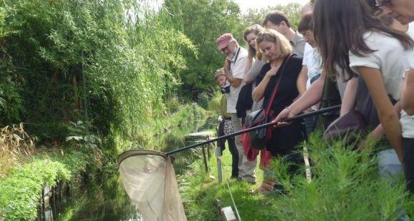 Des chercheurs au jardin, le projet pilote de la boutique des sciences de l'université de Lyon a permis à la société des jardins ouvriers de Villeurbanne de mobiliser des scientifiques du laboratoire d'hydrologie d'IRSTEA et du GRePS. // DR