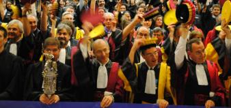 Les détenteurs du plus haut diplôme n'occupent pas les meilleures places à la table de la République.