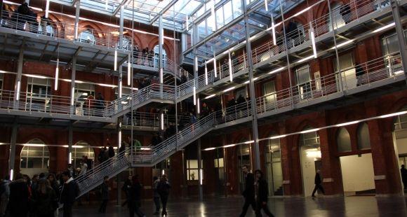 L'atrium de HEI, école d'ingénieurs de l'Université catholique de Lille