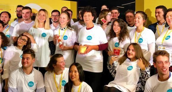 Frédérique Vidal le 10 octobre 2019 avec les étudiants-entrepreneurs lauréats des prix Pepite