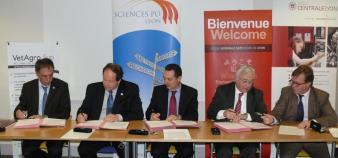 Signature du Collège des Hautes Etudes - 10.01.13