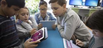 De l'école primaire à l'université, la gamification implique davantage les élèves et étudiants dans leurs apprentissages. //©plainpicture Hero Images