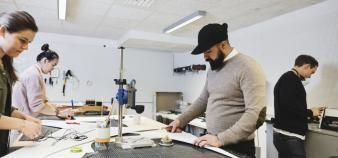Les nouveaux cursus Bachelor en ingénierie devraient inclure 6 mois minimum de stage en entreprise. //©DEEPOL by plainpicture
