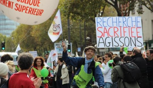Manifestation Sciences en marche - chercheurs - Alain Trautmann - Paris 17 oct2014 ©C.Stromboni