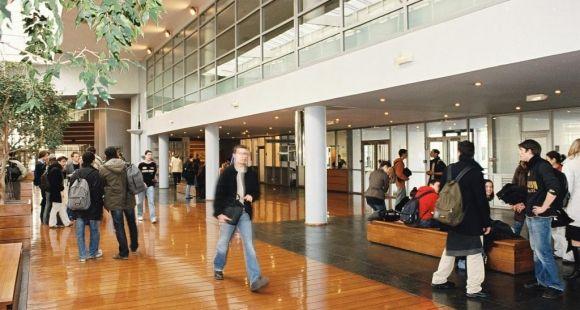 Audencia Nantes - le hall de l'école © Audencia
