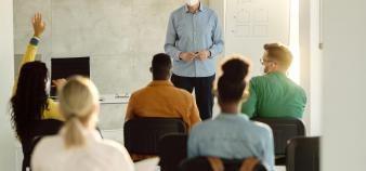 Les écoles de management veulent rendre la recherche en gestion plus adaptée aux entreprises et à la société. //©Drazen/Adobe Stock