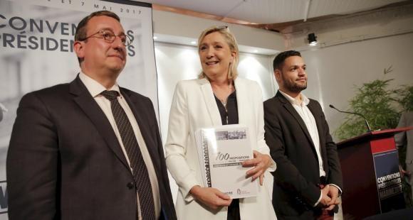Marine Le Pen, en septembre 2016, au lancement de sa campagne présidentielle, aux côtés de Daniel Auguste (au fond).