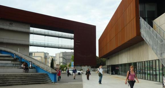 Entrée de l'université du Mirail (© M. Oui)