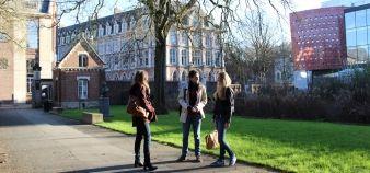 Université catholique de Lille : des étudiants sur le campus //©Sophie Blitman