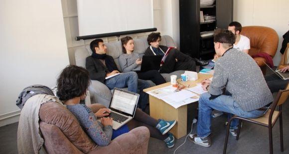Au centre Michel Serres, les étudiants travaillent par projet.