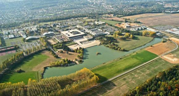 Vue aérienne de l'École polytechnique sur le plateau de Saclay