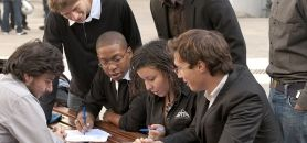 Ionis est avec Studialis le plus grand groupe d'enseignement supérieur privé en volume. Ils accueillent chacun 20.000 étudiants.