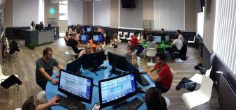 Le nouveau centre d'e-pédagogie de l'université de Lorraine permet de simuler quatre officines grâce à six postes-comptoirs. //©Université de Lorraine