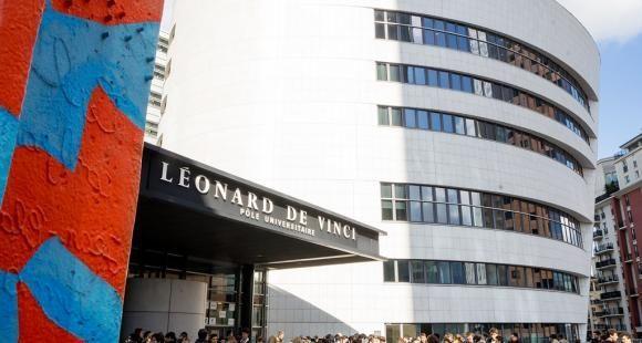 Pôle universitaire Léonard de Vinci.