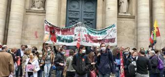 La manifestation des chercheurs, étudiants et enseignants contre la LPPR, a rassemblé plusieurs centaines de personnes Place de la Sorbonne. //©Amélie Petitdemange/Educpros