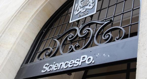 Sciences po Paris - fronton - octobre 2012 - © Camille Stromboni