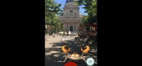 Krabi, un Pokémon à attraper place de la Sorbonne, devant Paris 1. //©Université Paris 1 Panthéon Sorbonne/Twitter