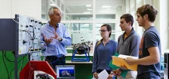 Une dizaine d'écoles souhaitent proposer des cycles ingénieurs en deux temps : une année sous statut étudiant, puis deux ans en alternance. //©Stéphane Rambaud