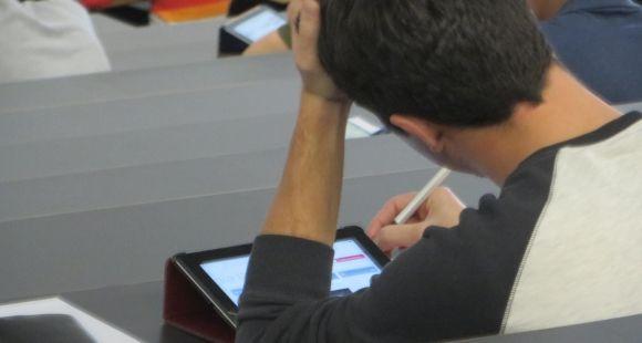 Faire passer les ECN sur tablette doit permettre de faire travailler les étudiants en médecine sur des dossiers cliniques progressifs.