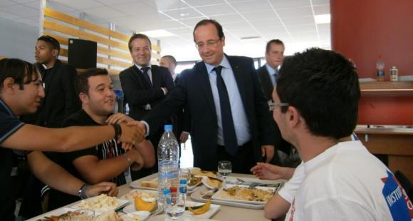 Hollande à la cantine