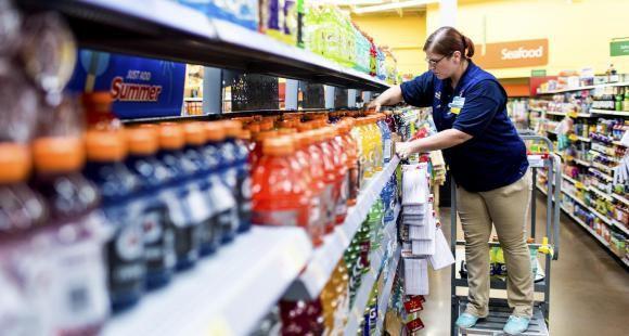 Aux États-Unis, pour 1 dollar par jour, Walmart subventionne les études de ses employés