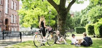 La thématique de la mobilité - dont le développement de l'usage du vélo - est un axe majeur du développement durable sur les campus universitaires. //©DEEPOL by plainpicture/Astrakan Images