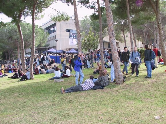 Des étudiants sur le campus de l'Institut Technion