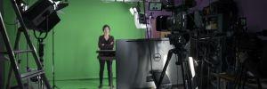 Apprendre à s'exprimer devant une caméra, enregistrer un Mooc… Voilà quelques-unes des possibilités offertes aux enseignants au Teaching Lab de Sorbonne université. //©© Sorbonne Université / Pierre Kitmacher