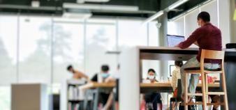 Une pétition a été lancée pour dénoncer les frais de scolarité trop élevés des écoles de commerce. //©Bostanika/Adobe Stock