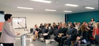 La ministre de l'Enseignement supérieur, Frédérique Vidal, répond aux questions sur le contrat de réussite étudiant, à l'Upem, lundi 16 octobre 2017. //©Préfecture de Seine-et-Marne
