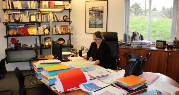 Christine Gangloff-Ziegler, à son bureau de l'université de Haute-Alsace.