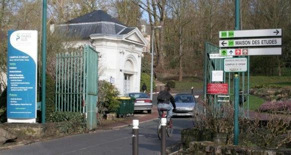 L'entrée du campus d'Orsay de l'université Paris-Sud © S.Blitman mars 2013