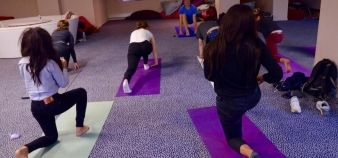 Students got their first taste of yoga during Kedge's Two Weeks of Wellness event. // © erwin canard