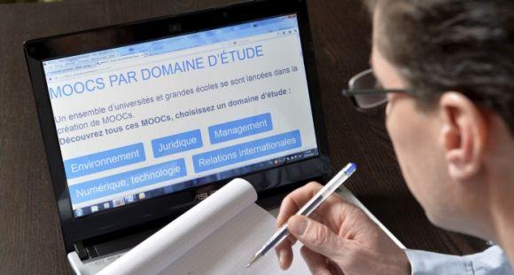 Lancement de cours en ligne gratuits sur le portail internet de France universite numerique, du ministere de l'education.