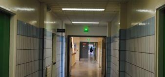 Couloir dans un établissement universitaire //©Camille Stromboni