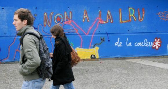 Payant - Manifestation loi LRU