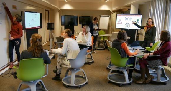 Séance de travail pour les enseignants au learning lab de l'UC Louvain.