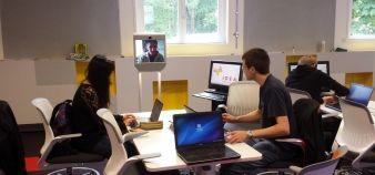 Learning Lab de l'École Centrale et l'EM de Lyon - Le robot de téléprésence Beam permet à des personnes extérieures d'intervenir pendant les cours, comme si elles étaient présentes. //©ECL