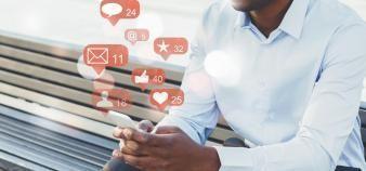 Avec les réseaux sociaux, les écoles d'ingénieurs ont su s'adapter aux nouvelles générations. //©Adobe Stock / Prostock-studio