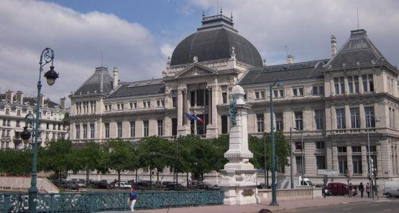 Lyon : inquiétudes sur un éventuel passage en force de la fusion annoncée