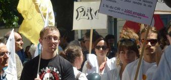 Manifestation pour l'emploi scientifique devant l'Assemblée nationale, le 24 juin 2014. //©Camille Stromboni