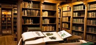 La bibliothèque patrimoniale, un bel écrin d'étagères en chêne pour des ouvrages remarquables. //©Agrocampus Ouest