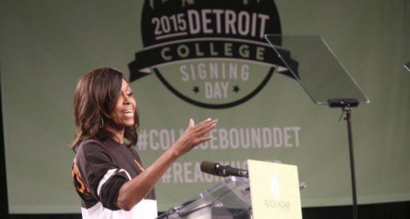 """Le rap de Michelle Obama fait partie d'une initiative plus large dont le but est d'inciter les lycéens à s'inscrire à la fac. Ici, en mai 2015 pour le """"College Signing Day"""" de Détroit."""