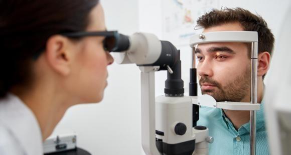 Ophtalmologie : le nombre de places en internat revu à la baisse
