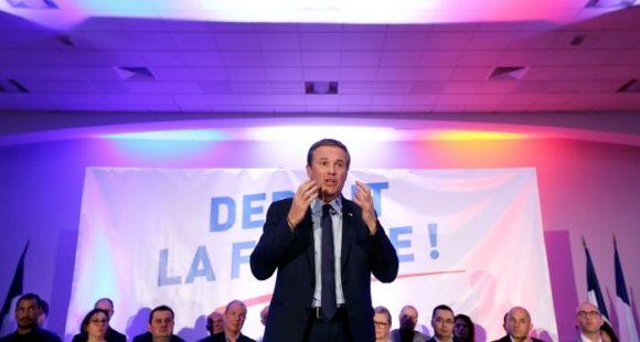 """Le candidat de Debout la France propose la création de bourses au mérite pour """"renouer avec la méritocratie républicaine""""."""