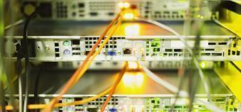 Dans les établissements du supérieur, les réseaux sont généralement doublés pour assurer une continuité du service. //©plainpicture/Caiaimages/Tom Merton
