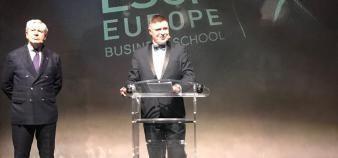 Au pupitre, Frank Bournois, Dean d'ESCP Business School, prononce son discours pour les 200 ans de l'école. A sa droite, Philippe Houzé, président de l'école. //©Stéphanie Ouezman