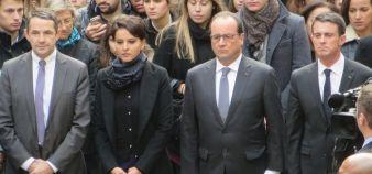 Thierry Mandon, Najat Vallaud-Belkacem, François Hollande et Manuel Valls entourés d'un millier de jeunes pour la minute de silence en hommage aux victimes des attentats. //©Virginie Bertereau
