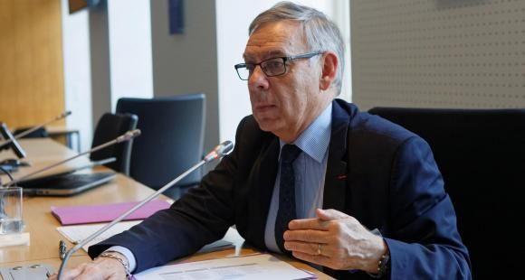 Claude Bisson-Vaivre, médiateur de l'Éducation nationale et de l'Enseignement supérieur, appelle à une expérimentation d'un mouvement de recrutement national des enseignants-chercheurs comme des personnels ITRF.