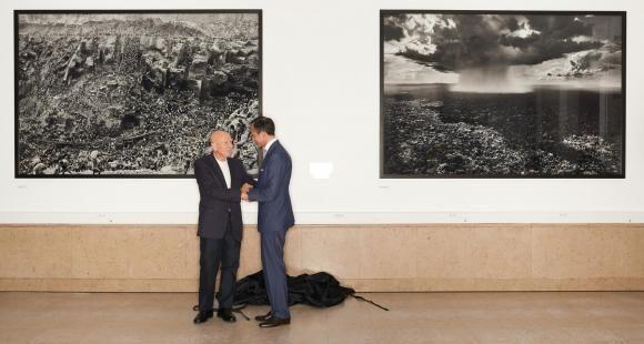 Les photographies de Sebastião Salgado constituent le premier don artistique reçu par Sciences po.